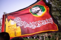 A flag with a religious motto and the image of Imam Hussein in Najaf, Iraq. Imam Hussein has a similar meaning for Shiites as the figure of Jesus Christ has for Christians.