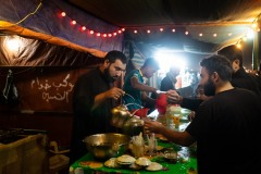 Iraqis provide food, drink and accommodation for the pilgrims. Any need they may have is met altruistically. We have even seen dental clinics that offered free emergency treatment.
